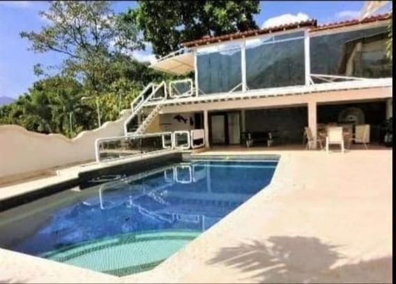 Quinta En Urbanización El Castaño 04144237195