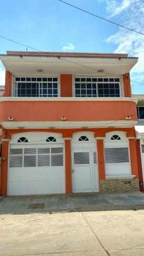 Casa En Venta En Av. Jose Luis Cuevas 115, Col. Paraíso, Coatzacoalcos, Veracruz.