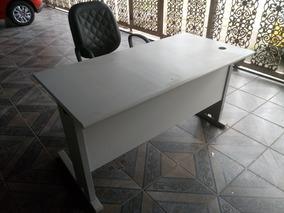 Mesa De Computador Com Cadeira Giratória