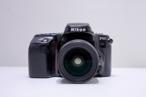 Nikon F-50 + Lente 28-80 F3.3-5.6 (usa Filme)