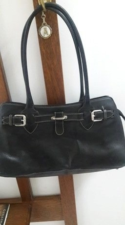 Cartera Prüne Color Negra