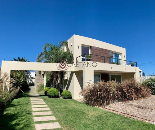 Excepcional Casa De Dos Plantas En El Coraozn De La Peninsula!- Ref: 2801