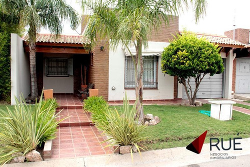Imagen 1 de 17 de Casa En Venta De 3 Dormitorios En B° Cerrado Soles Del Oeste. Apto Crédito    Zona Sur