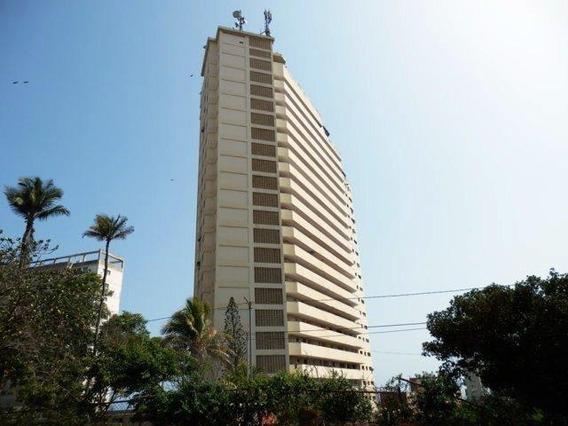 Apartamento Con Vista Al Mar En Playa Grande. 04142250913