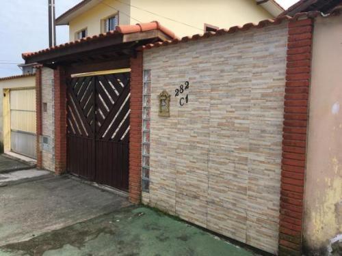 Casa Lado Praia, Com 3 Quartos, Perto De Comércios!