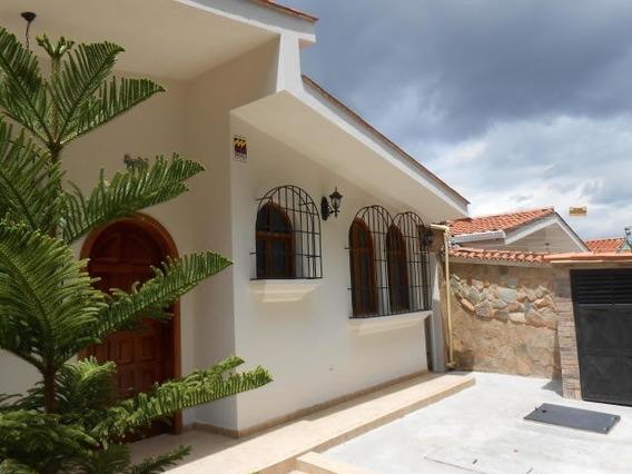 Casa En Venta En Trigal Centro, Valencia Carabobo 20-6351 Em