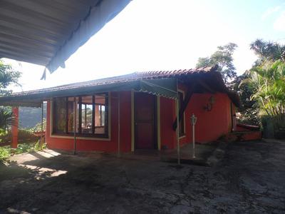Ótima Casa Em Condomínio Com Muito Verde Em Volta! D4915