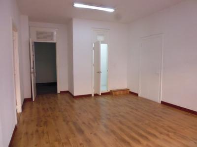 Alquilo Excelente Oficina Amplia Remodelada En El Centro