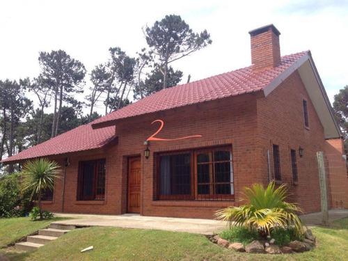 Muy Linda Casa Ideal Para Vivir Todo El Año- Ref: 5270