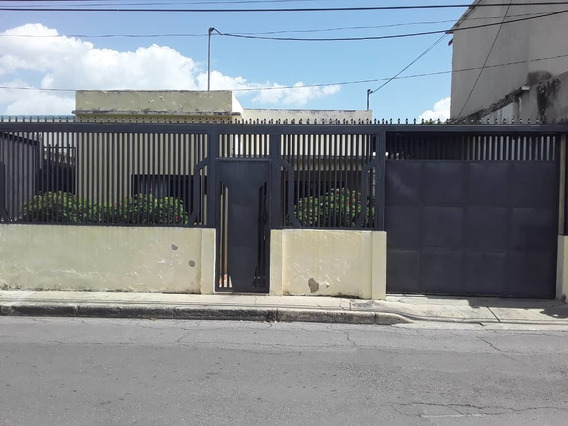 Casa En La Urb. La Maracaya. 04141291645