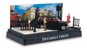 Austin Taxi Piccadilly Circus Diorama Escala 1:64 Motor Max
