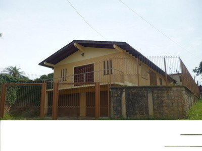 Vendo Magnífica Residência, Com 275m2 De Área Construída