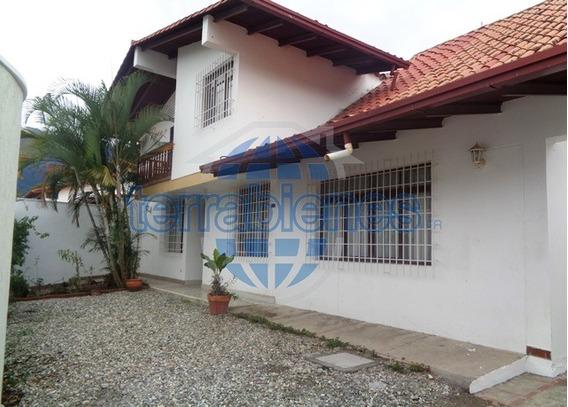 Hermosa Casa En Buena Urbanización
