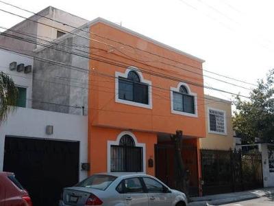 Venta De Casa En Plazas Del Sol De 3 Plantas 4 Recámaras Terraza