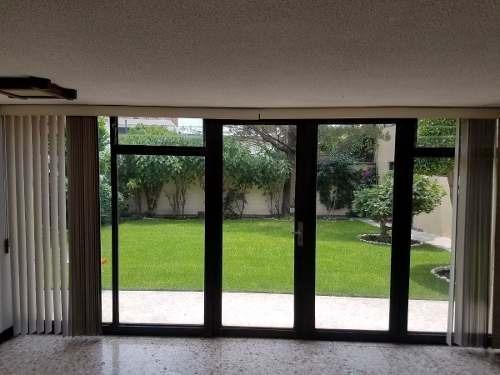 Amplia Casa Para Actualizar - Bonita Calle Arbolada