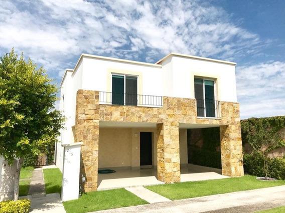 Casa De 4 Recamas Y 4 Baños En Lomas De Angelopolis