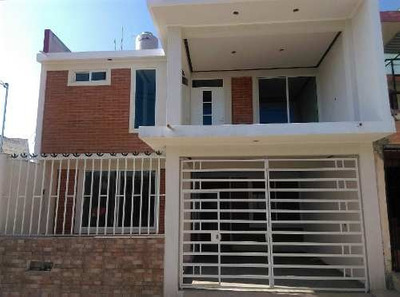 Casa A La Venta Cerca De Plaza Américas