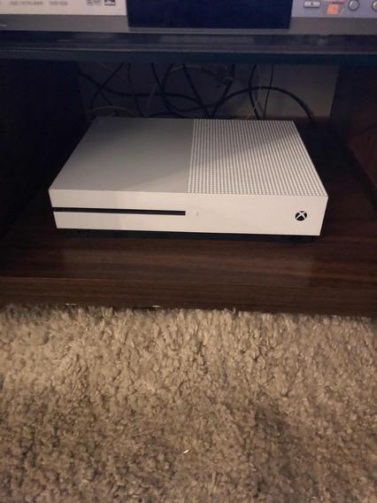 Xbox One S 2tb + 2 Controles + 2 Baterias Usado