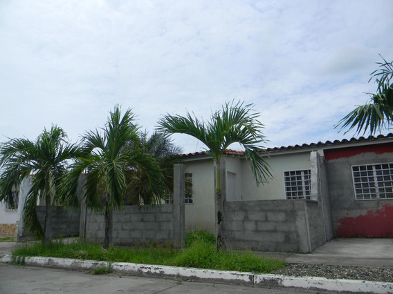 Amplia Casa En Venta En Acarigua #21-4757