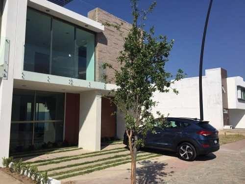 Hermosa Residencia En Solares Condominio Santee