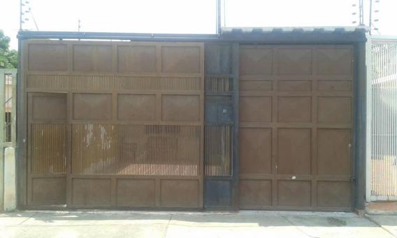 Casa En Venta Barquisimeto Zona Oeste 19-8360 Rhr
