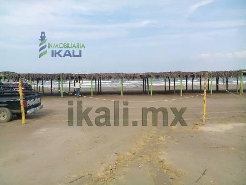 Venta Terreno Playa 2492 M² Frente Mar Tuxpan Veracruz México. Ubicado Por La Zona Restaurantera Con 22.4 M. Lineales Frente Al Mar Y Por La Parte Trasera Termina Con Una Calle Que Empieza En La Casa
