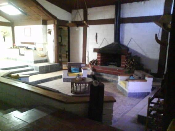 Casa De Campo Con Jardin Boscoso