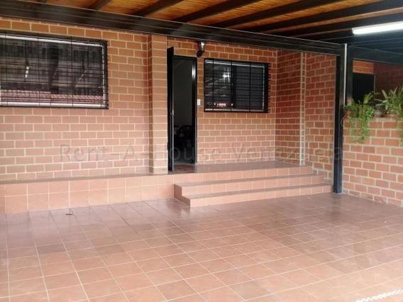 Casa En Venta Villas Del Este Guatire 20-7247