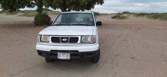 Nissan Pick-up Cabina Y Cuarto