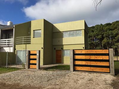 Moderna Casa Frente Al Parque 4 Ambientes Y Dos Dormitorios