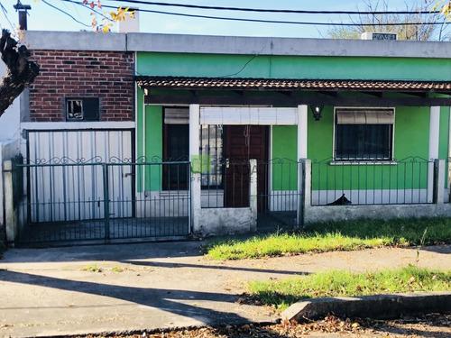 Casa 2 Dormitorios, Con Estufa A Leña.- Ref: 492