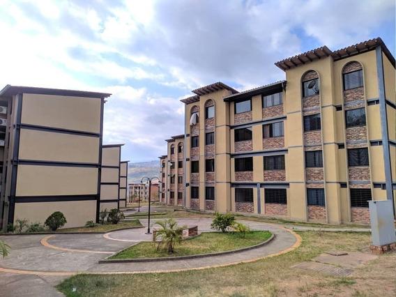 Apartamento En Alquiler, En San Juan Bautista Iii