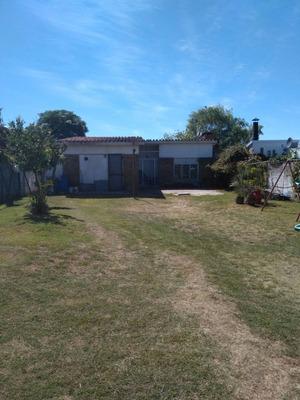 Casa En Barra De Carrasco Sur, A Una Cuadra Del Mar
