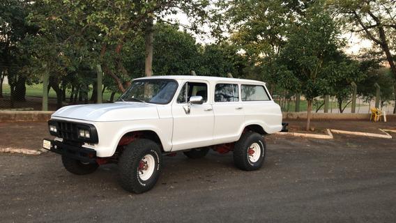 Veraneio 4x4 V8,