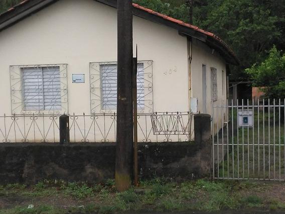 Casa Com 2 Quartos, 2 Salas, 1 Cozinha, Área De Serviço.