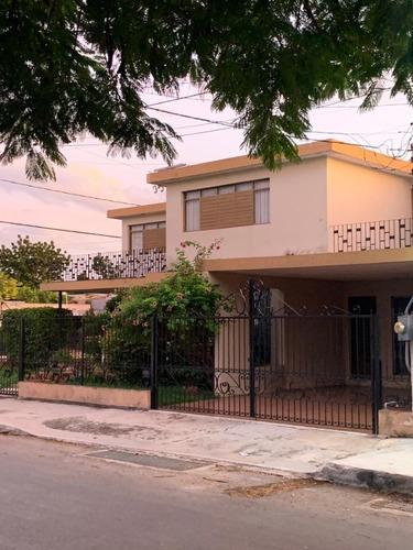 Casa En Esquina Sobre Avenida, Ideal Para Comercio
