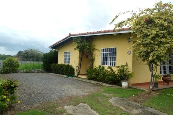 Se Vende Casa Con Lindo Jardín En Coronado! A Solo $220,000