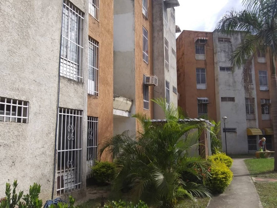 Venta De Amplio Apartamento En Turmero 04243725877