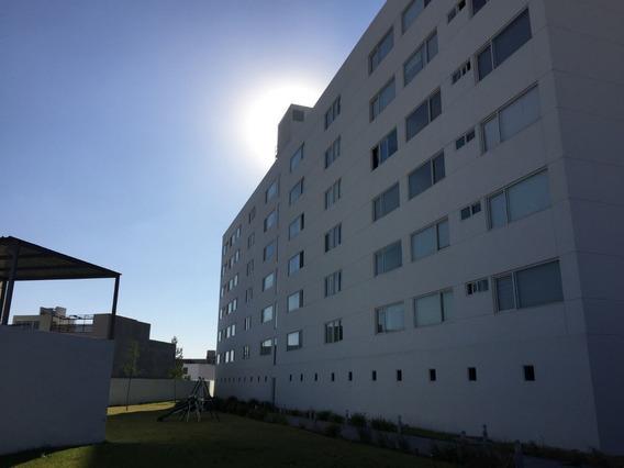 Departamento En Renta En El Refugio, Exclusivo Y Panorámico