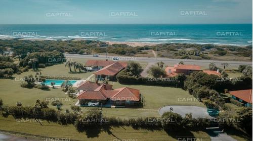 Espectacular Casa Primera Fila En Playa Brava- Ref: 30661