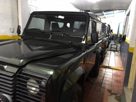Land Rover - Defender Diesel.