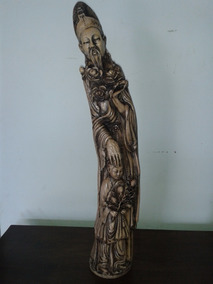 Estatua De Um Chines Com Uma Criança (only Wood)