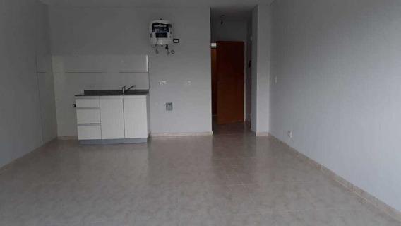 Alquilo En Caseros Departamento En 2do Piso De 1 Ambiente Al Frente Con Baño Instalado A 6 Cuadras De La Estacion F: 8132