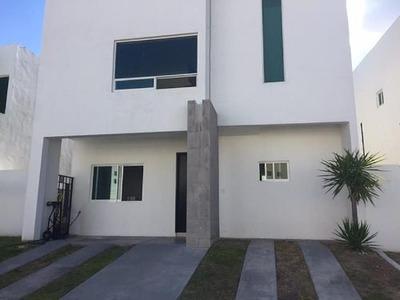 Renta Casa En Cumbres Del Lago $14,000.00 2 Plantas, 3 Recámaras, 3.5 Baños, S
