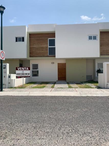 Casa De 3 Hab.+ Cto. De Servicio En Valle De Juriquilla. Ln