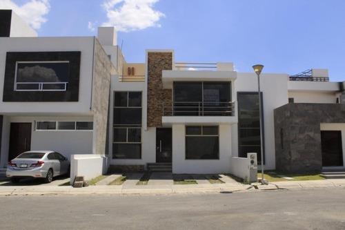 Casa De 134 M2 De Terreno, 3 Recamaras, Sala De Tv, 3 Nivele