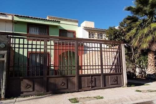 Casa En Venta De 4 Recamaras Por Seminario, Cercana A Zona Industrial San Luis Potosi En Fracc. Los Molinos San Xavier