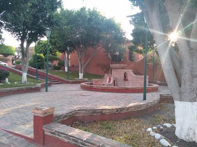 Excelente Ubicación, Zona Centro Sur Con Cuarto De Servicio
