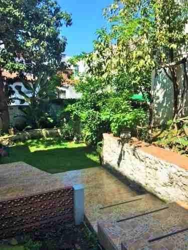 Casa Con Jardín, En Condominio, Con Excelente Ubicación