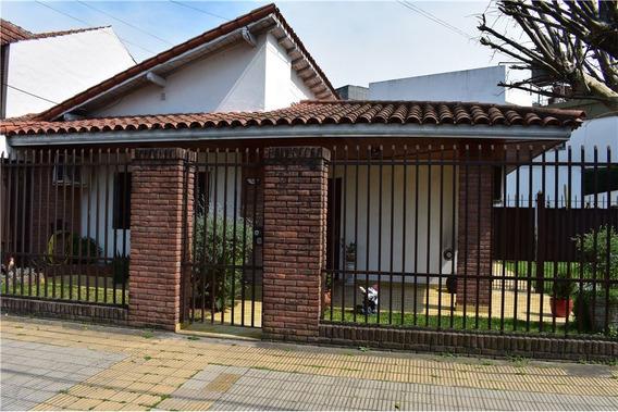 Venta Casa 4 Amb. Quincho Y Pileta - Luis Guillon